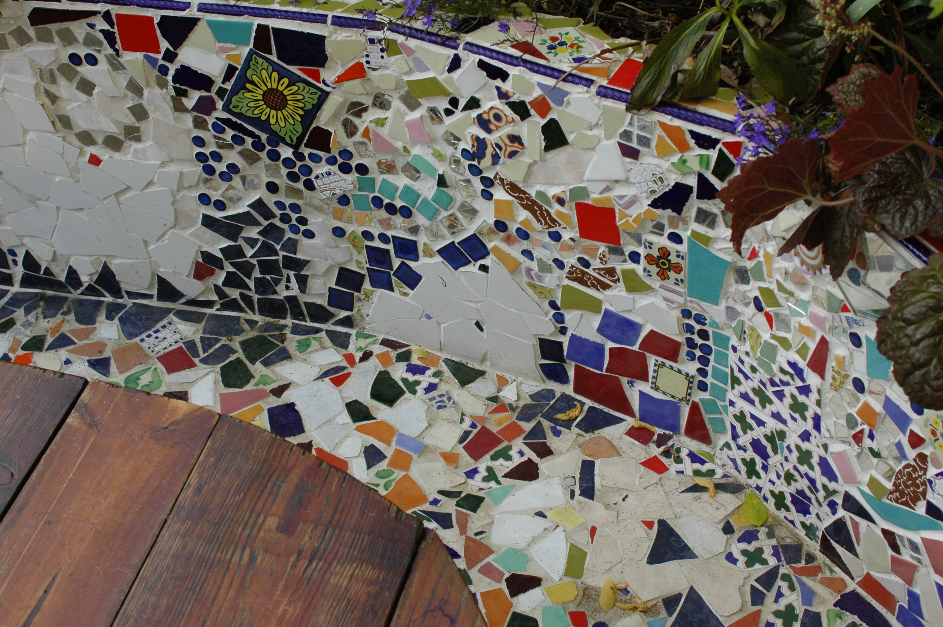 Decorating your garden mosaic away earth designs for Garden mosaic designs
