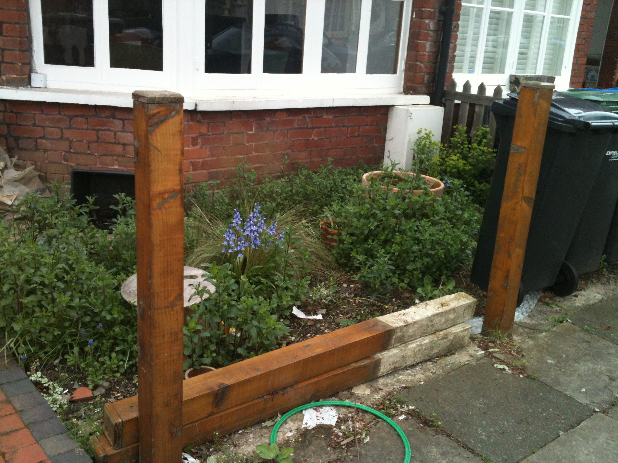Free garden design advice front garden design earth for Small front garden designs uk