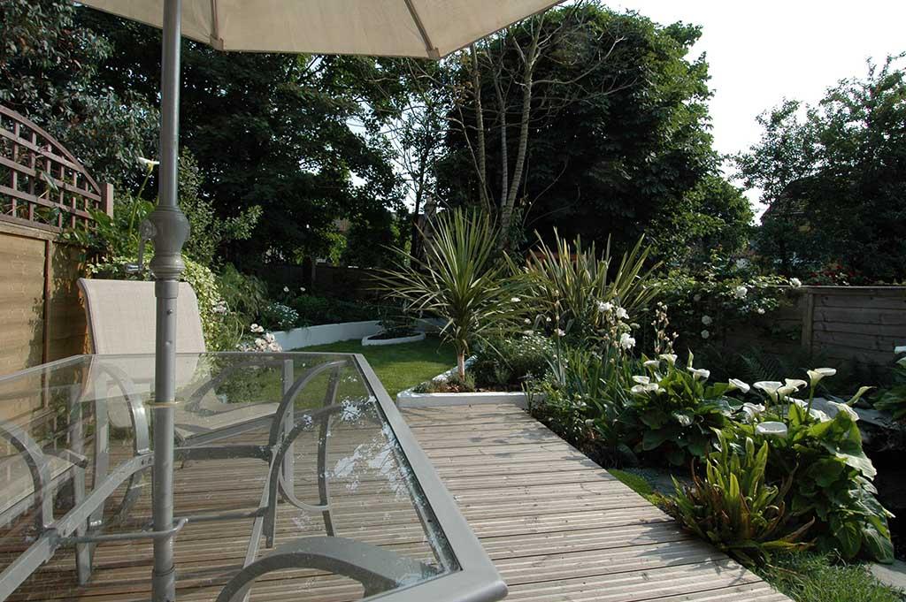 shady terrace house garden in east london - Garden Design Terraced House