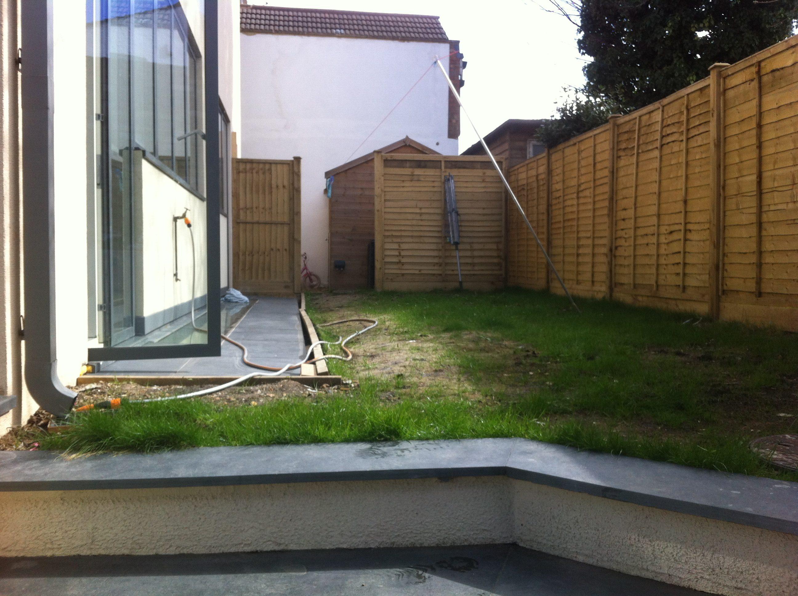 A modern garden design east london on all levels earth for Garden design east london