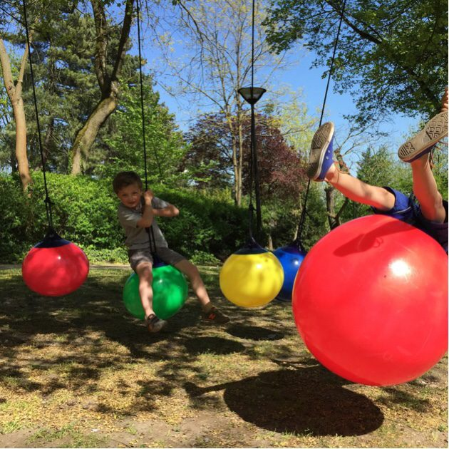 Balancoire balloon playful garden accessories