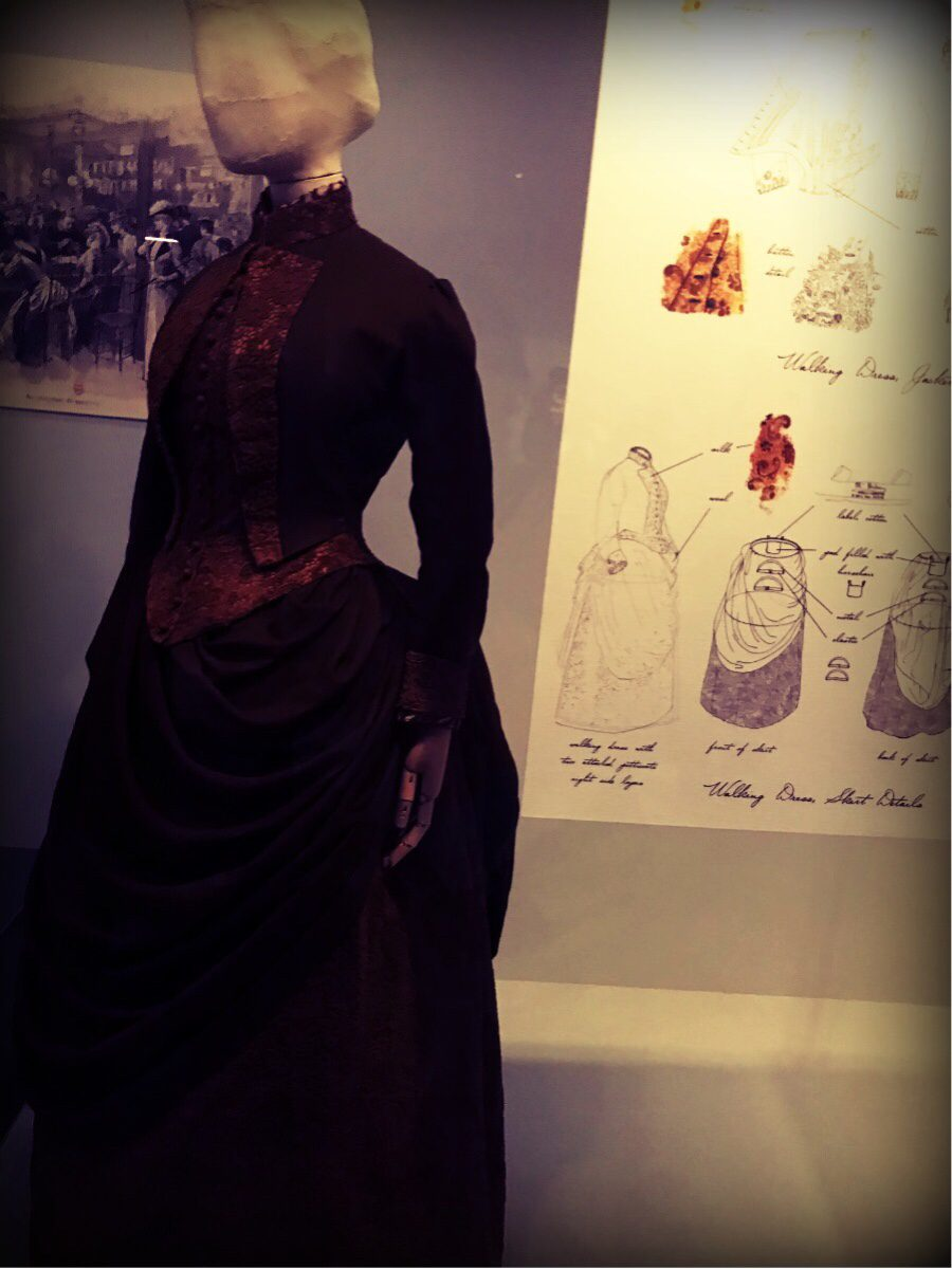 A French walking dress from around 1880. Old and new methods were used to create this outfit.
