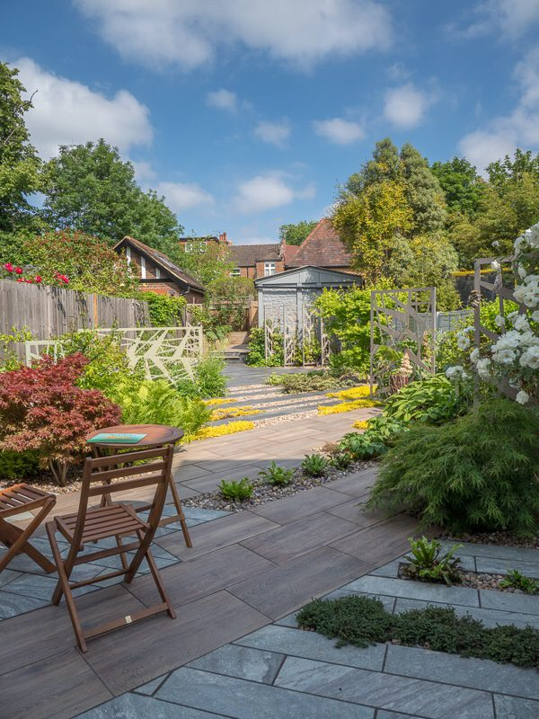 small garden design ideas - push out the space