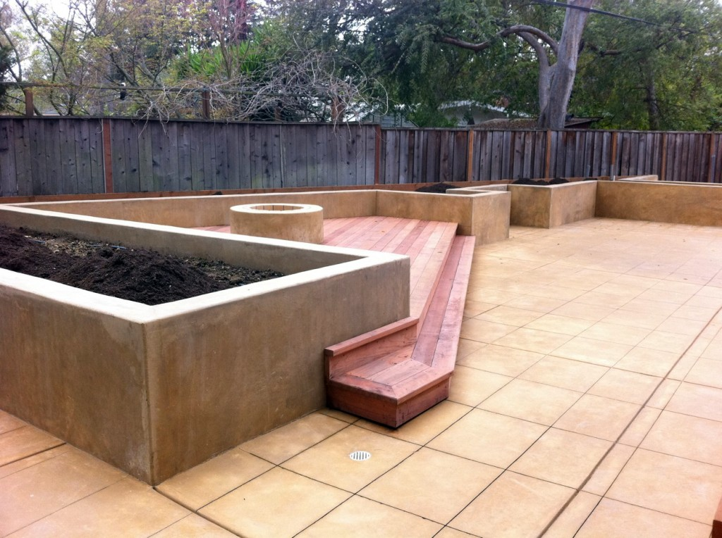 Earth Designs Postal Design California - Raised beds and terrace