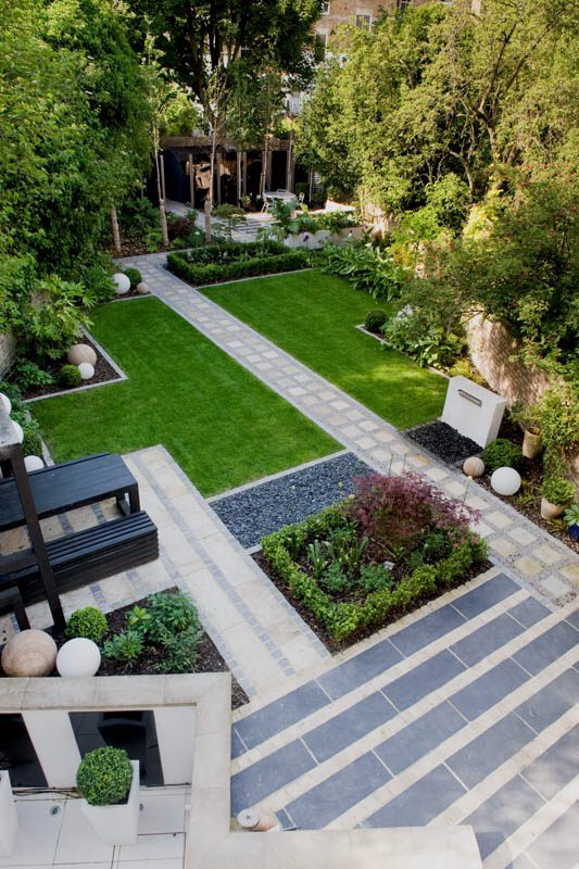 small garden design ideas - use diagonal lines to make it look bigger